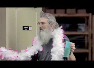 Si Robertson in Hallmark card commercial