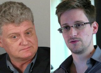 The father of fugitive Edward Snowden has arrived in Russia to visit his son
