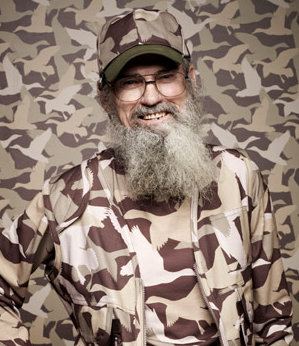 Uncle Si Robertson decided to draw some attention to himself by accidentally-on-purpose forcing his nephew Willie to bump into the front his truck