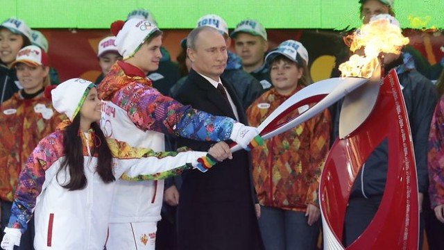 Vladimir Putin has taken part in a ceremony in Moscow to launch the torch relay for 2014 Winter Olympics in Sochi