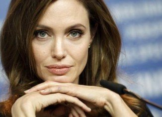 Angelina Jolie will receive the Jean Hersholt Humanitarian Award
