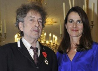 Bob Dylan has received France's highest award, the Legion of Honor, in a brief ceremony in Paris