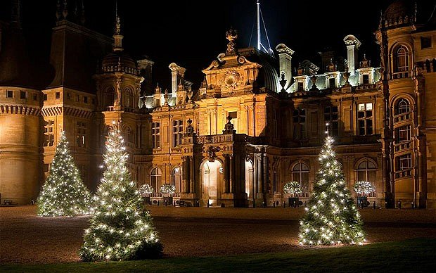 Buckingham Christmas lights will be switched on this year by Donny and Moey