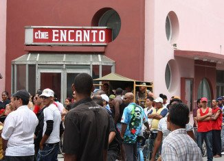 Cuban government has ordered the immediate closure of dozens of privately-run cinemas and video-game salons