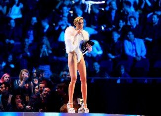 Miley Cyrus lit what appeared to be a joint on stage at the MTV EMAs in Amsterdam