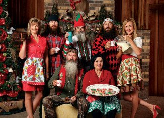 On December 14, Monroe's Downtown RiverMarket presents A Very Merry Commander Christmas, an event featuring appearances by members of the Robertson family