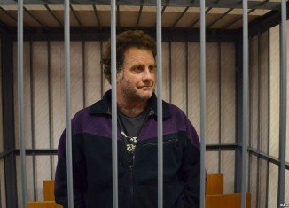 Peter Willcox, the captain the seized Greenpeace ship Arctic Sunrise, has been granted bail by a court in northern Russia