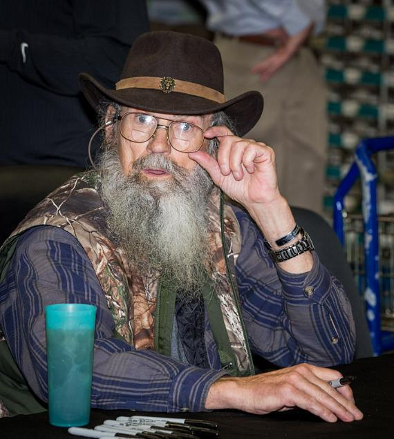 Si Robertson met 600 of his loyal fans at Sam's Club in Las Vegas for a book signing session