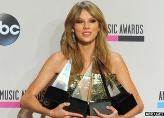 Taylor Swift was the biggest winner at the American Music Awards 2013 in Los Angeles