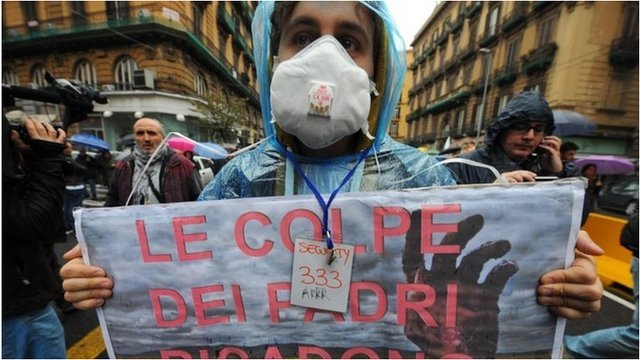 Tens of thousands of Italians have protested in Naples against illegal dumping of toxic waste blamed on the local mafia