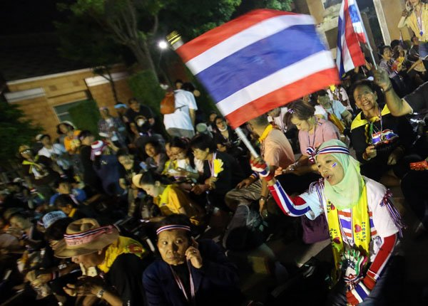 Thai protesters have forced the evacuation of the government's top crime-fighting agency, on the fourth day of street demonstrations in Bangkok