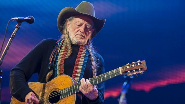 Willie Nelson has decided to suspend his tour after three members of his band were hurt when their bus plowed into a bridge pillar in Texas
