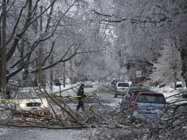 A massive ice storm has brought snow and freezing rain to Toronto and to much of the east of Canada 640x480 photo