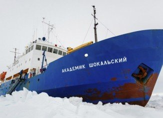 Akademik Shokalskiy rescue is under threat as one of the assisting vessels may itself be stuck