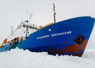 Akademik Shokalskiy scientific mission ship is still awaiting rescue after Snow Dragon icebreaker failed to reach it