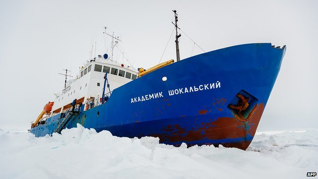 Akademik Shokalskiy scientific mission ship is still awaiting rescue after Snow Dragon icebreaker failed to reach it photo