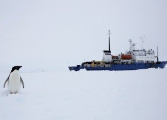 An Australian vessel is en route to East Antarctica in a renewed bid to free Akademik Shokalskiy