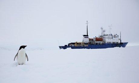 An Australian vessel is en route to East Antarctica in a renewed bid to free Akademik Shokalskiy  photo