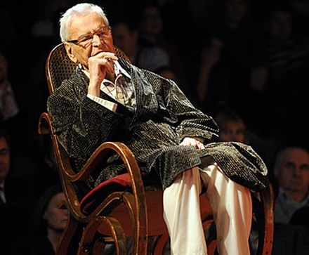 At 95 years old, Radu Beligan is still performing at the National Theatre Bucharest