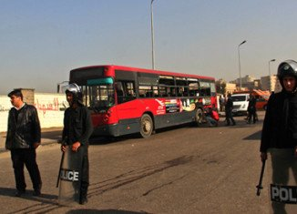 At least 5 people have been injured by a bomb blast close to a bus in Cairo