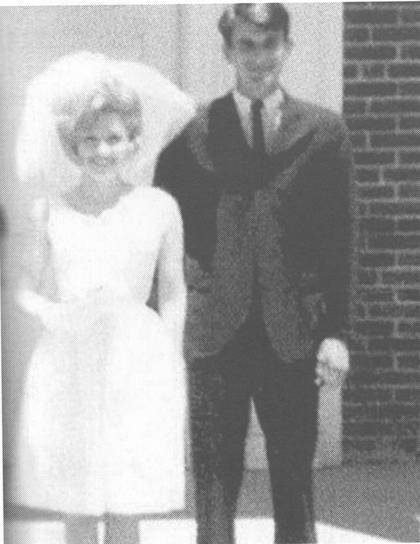 Dolly Parton married Carl Thomas Dean on May 30 1966 photo