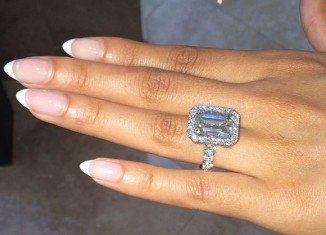 Evelyn Lozada has announced her engagement to Carl Crawford on Christmas Day