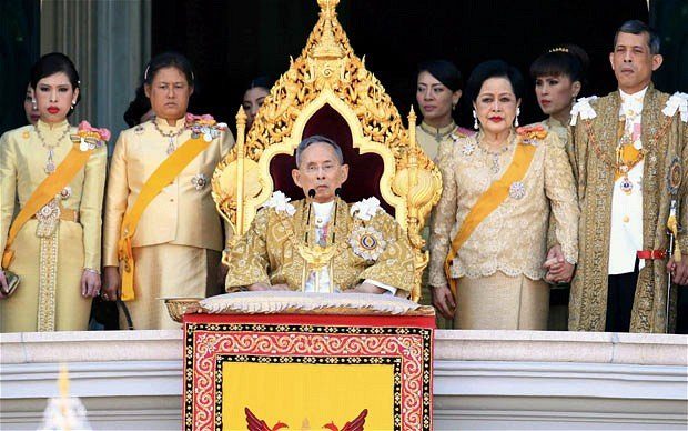 King Bhumibol Adulyadej of Thailand has urged people to support each other for the sake of the country