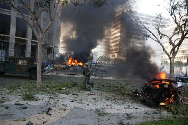 Lebanon's ex-Finance Minister Mohamad Chatah and four others have been killed in a huge explosion in central Beirut