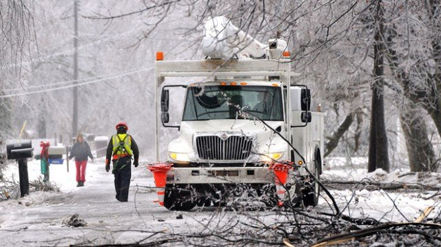 More than 300000 homes and businesses in Midwest and northern New England remained without electricity following a major ice storm 640x359 photo
