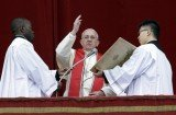Pope Francis has urged for humanitarian aid in Syria in his first Christmas Day address