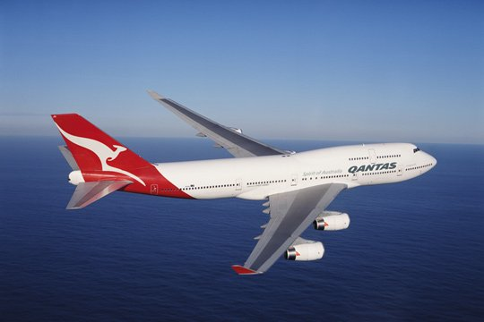 Qantas issued a surprise profit warning and announced 1000 job cuts photo