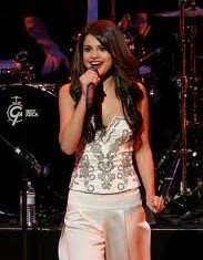 Selena Gomez has decided to cancel her upcoming Australian concert tour, saying she needs some time to herself