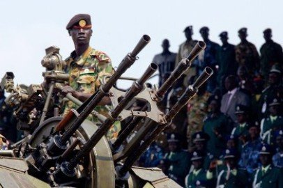 Up to 500 people are believed to have died in clashes between rival South Sudan army factions photo