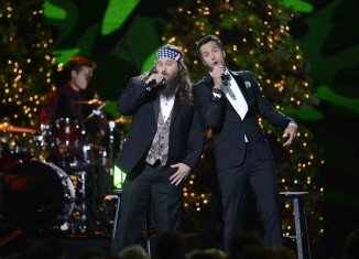 Willie Robertson hit the stage with Luke Bryan for a funny performance during the CMA Country Christmas special