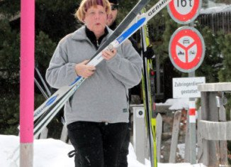 Angela Merkel has fractured a bone in her pelvis in a cross-country skiing accident in Switzerland