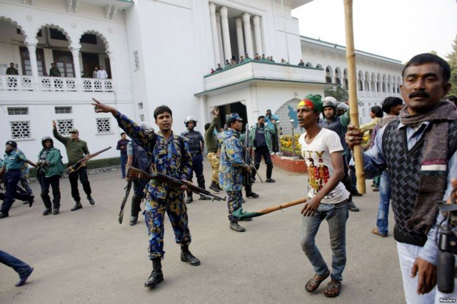 Bangladesh votes amid violence and boycott