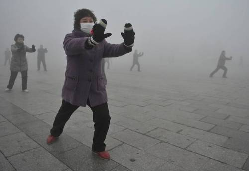 Beijing residents have been warned to don air masks and offices and homes to put electric air purifiers on overdrive after air pollution readings soared