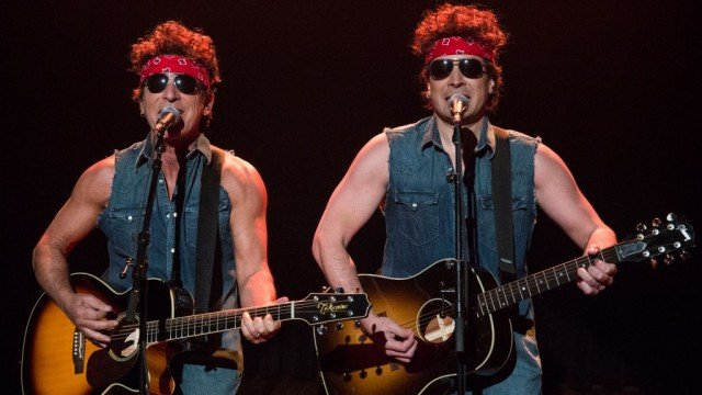 Bruce Springsteen joined show host Jimmy Fallon for a duet sending up a scandal embroiling Governor Chris Christie 640x360 photo