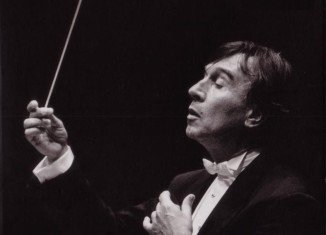 Claudio Abbado was born into a musical family in Milan in 1933 and trained at the Milan Conservatoire before studying under Hans Swarowsky in Vienna