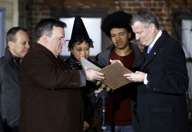 Democrat Bill de Blasio has been sworn in as the new mayor of New York City 640x440 photo