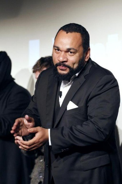 France's highest court has reinstated a ban on controversial Dieudonne M'bala M'bala's show just before it was due to open