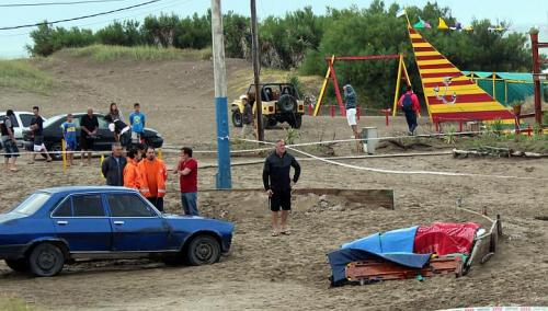 Lightning strike killed three people on Villa Gesell beach in Argentina