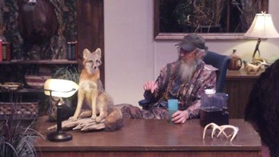 Si Robertson can talk to a fox in new Clayton Homes commercial