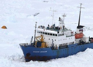 The Akademik Shokalskiy got stuck in the Antarctic on December 25