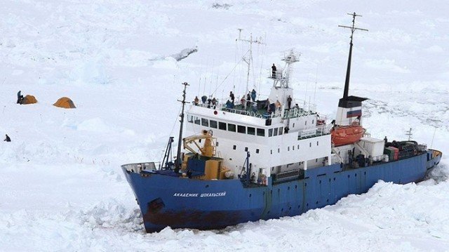 The Akademik Shokalskiy got stuck in the Antarctic on December 25