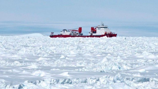 The Xue Long became ice-bound after helping to rescue 52 passengers stranded on Russian research vessel Akademik Shokalskiy