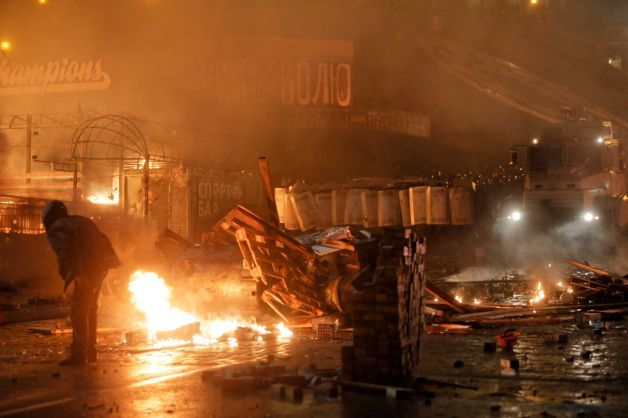 At least 21 protesters have been killed by security forces in Kiev following the breakdown of a truce agreed on Wednesday