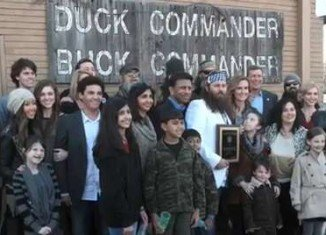 Duck Dynasty family received a new business award from Louisiana Governor Bobby Jindal