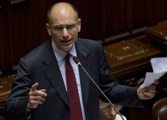 Enrico Letta has said he will resign on Friday after his Democratic Party backed a call for a new administration