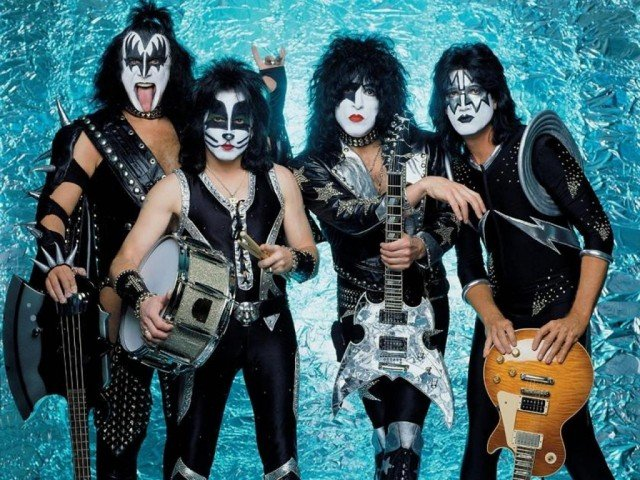 Kiss has pulled out of their performance at the Rock and Roll Hall of Fame induction in a disagreement over their line-up